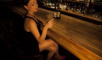 琥珀色の快楽ー女性とウイスキーの愉しみ方